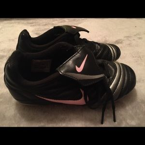 Nike Kids Soccer Cleats Black/Pink Size 12C
